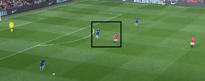 Mata sticking close to the deepest Everton midfielder i.e. Barry in this case