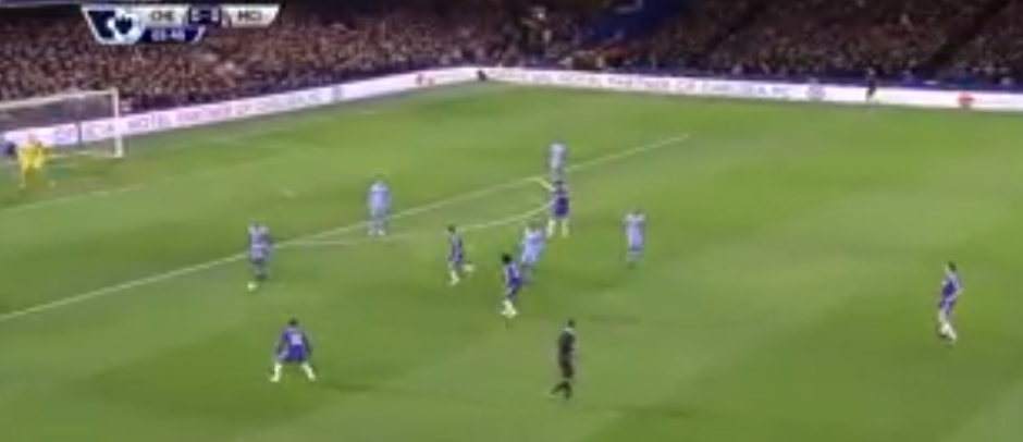 Chelsea forwards close to the ball right after losing it.