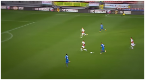 The situation results in a 3v2 situation, but 2v1 on the near side, which is always a nightmare for defenders. The ball is slotted to Wijnaldum who coolly finishes when faced with a 1 on 1 with against the Feyenoord keeper.