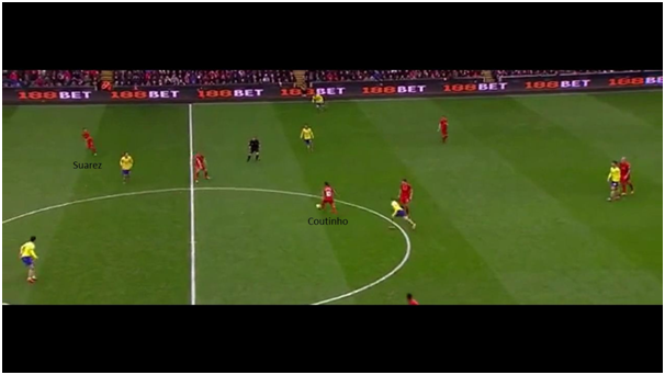 Coutinho immediately turns and looks for Suarez, who begins to make a run