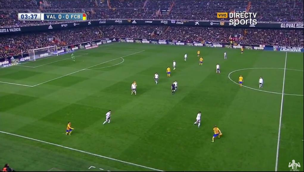Valencia press Barca in a 4-3-2-1 formation