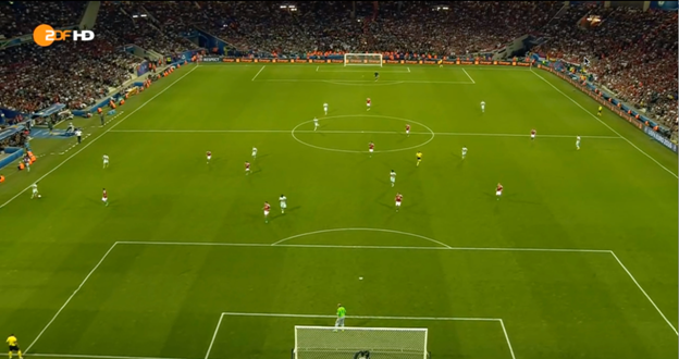 Hungary dropping back into a 4-4-1-1 shape, here you can see they don't give Mertens too many options – just Meunier behind him. If it were adjusted earlier in the game, we may have seen better access to players like Hazard in the left halfspace (right halfspace on the image) who still seems relatively free. This paid off for Belgium later on.