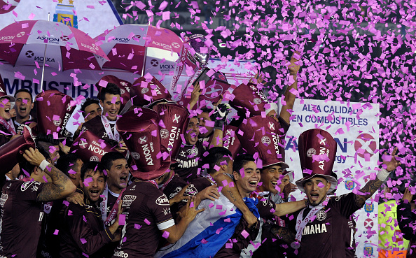 Lanus' footballers celebrate after winning the Argentina First Divison football tournament at the Momnumental stadium in Buenos Aires, Argentina, on May 29, 2016. Lanus won 4-0 to San Lorenzo and became champion. / AFP / ALEJANDRO PAGNI (Photo credit should read ALEJANDRO PAGNI/AFP/Getty Images)