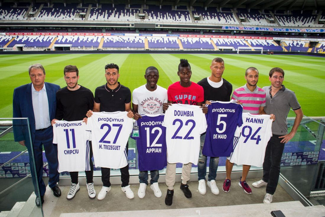 (From L) Anderlecht's manager Herman Van Holsbeeck, Anderlecht's new players Alex Chipchui,  Mahmoud 'Trezeguet' Hassan, Dennis Appiah,  Idrissa Doumbia, player Sebastien De Maio, Sofiane Hanni and Anderlecht's head coach Rene Weiler. JASPER JACOBS / AFP / Getty Images