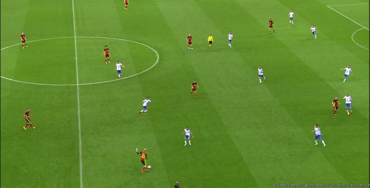 The trigger for Giaccherini to press Ciman (fullback of Belgium), while De-Rossi cover with diagonal position behind in relation to the ball and his teammate and Eder tries to close down the space for an eventual pass through to the supporting ball near midfielder of Belgium.