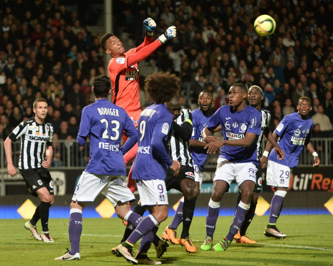 Toulouse's French goalkeeper Alban Lafont (C) boxes the ball during the French L1 football match between Angers (SCO) and Toulouse (TFC), on may 14, 2016, in Jean Bouin Stadium, in Angers, northwestern France./ AFP / JEAN-FRANCOIS MONIER / AFP / JEAN-FRANCOIS MONIER (Photo credit should read JEAN-FRANCOIS MONIER/AFP/Getty Images)