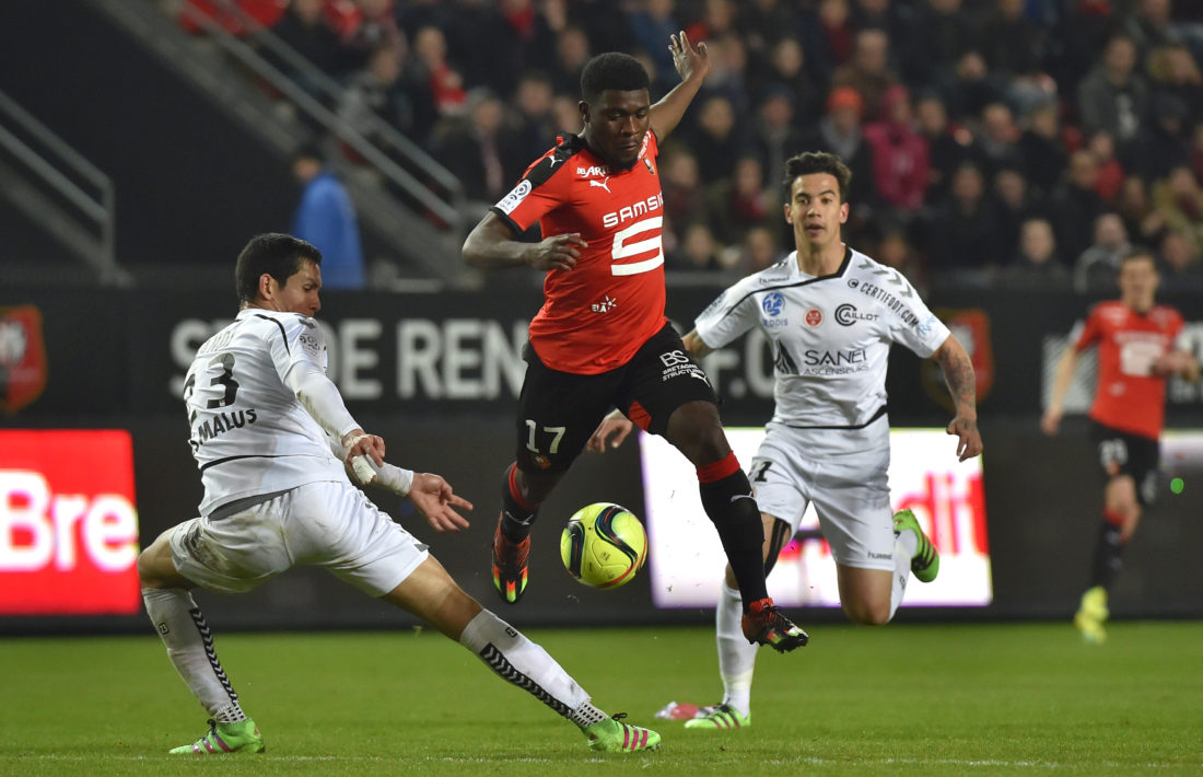 Rennes' French forward Jeremie Boga (C) vies with Reims' Algerian defender Aissa Mandi (L) during the French L1 football match Rennes vs Reims on April 2, 2016 at the Roazhon Park stadium in Rennes, western France. / AFP / LOIC VENANCE (Photo credit should read LOIC VENANCE/AFP/Getty Images)