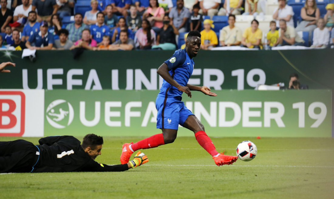 SINSHEIM, GERMANY - JULY 24: Jean-Kevin Augustin (R) of France scores his team's first goal against Goalkeeper Alex Meret of Italy during the UEFA Under19 European Championship Final match between U19 France and U19 Italy at Wirsol Rhein-Neckar-Arena on July 24, 2016 in Sinsheim, Germany. (Photo by Ronald Wittek/Bongarts/Getty Images)
