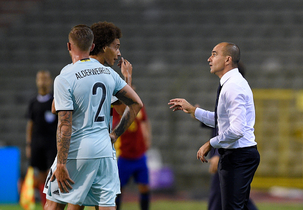 Belgium's Axel Witsel (C) talks with Belgium's Spanish head coach Roberto Martinez (R) during the friendly football match between Belgium and Spain, at the King Baudouin Stadium, on September 1, 2016 in Brussels.  / AFP / JOHN THYS        (Photo credit should read JOHN THYS/AFP/Getty Images)