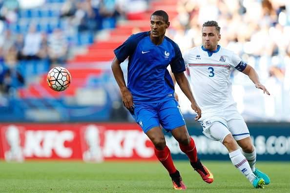 France's Sebastien Haller (L) vies for the ball with Iceland's Oliver Sigurjonsson (R) during the Under-21 2017 European Championship qualifier football match France vs Iceland, on September 6, 2016 at the Michel d'Ornano stadium, in Caen, northwestern France. / AFP / CHARLY TRIBALLEAU (Photo credit should read CHARLY TRIBALLEAU/AFP/Getty Images)
