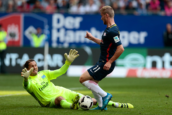 HAMBURG, GERMANY - SEPTEMBER 17: Rene Adler (L) of Hamburg and Timo Werner (R) of Leipzig compete for the ball during the Bundesliga match between Hamburger SV and RB Leipzig at Volksparkstadion on September 17, 2016 in Hamburg, Germany. (Photo by Oliver Hardt/Bongarts/Getty Images)