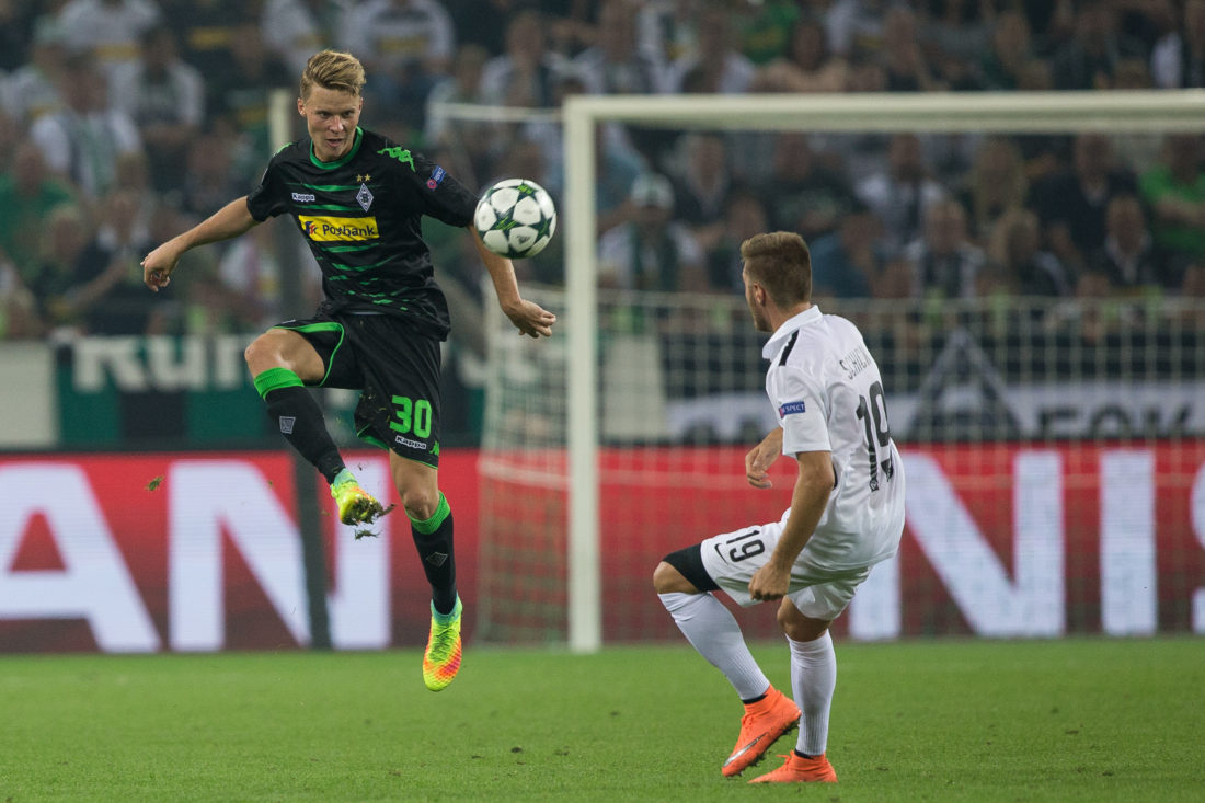 MOENCHENGLADBACH, GERMANY - AUGUST 24: Nico Elvedi (L) of Moenchengladbach is challenged by Thorsten Schick during the UEFA Champions League Qualifying Play-Offs Round: Second Leg between Borussia Moenchengladbach and YB Bern at Borussia-Park on August 24, 2016 in Moenchengladbach, Germany. (Photo by Maja Hitij/Bongarts/Getty Images)