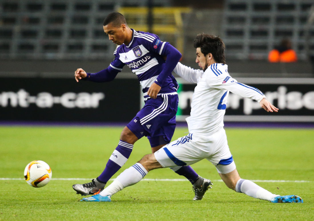 Anderlecht's Youri Tielemans (L) vies with Qarabag's midfielder Afran Ismayilov during the UEFA Europa League group J football match RSC Anderlecht vs Qarabag Futbol Klubu in Brussels on December 10, 2015. / AFP / BELGA / VIRGINIE LEFOUR (Photo credit should read VIRGINIE LEFOUR/AFP/Getty Images)