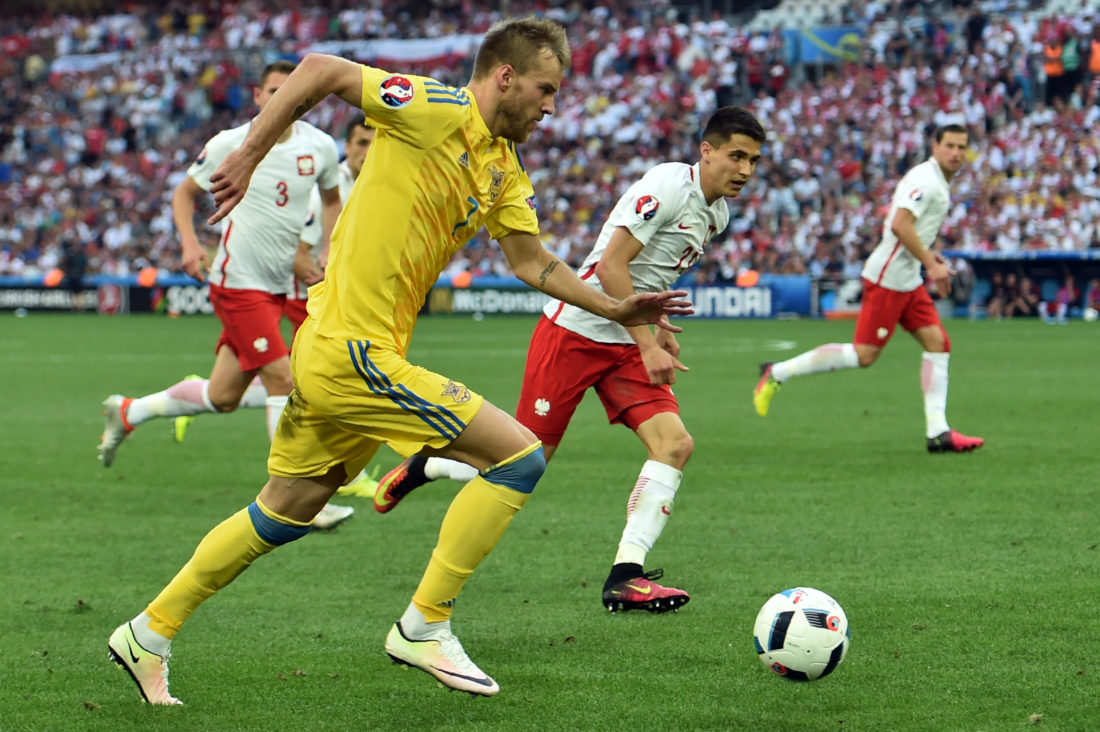 Ukraine's midfielder Andriy Yarmolenko (L) runs with the ball during the Euro 2016 group C football match between Ukraine and Poland at the Velodrome stadium in Marseille on June 21, 2016. / AFP / BERTRAND LANGLOIS (Photo credit should read BERTRAND LANGLOIS/AFP/Getty Images)