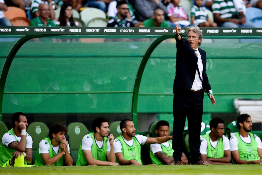 Sporting's head coach Jorge Jesus gestures from the sideline during the Portuguese league football match Sporting CP vs Moreirense FC at the Jose Alvalade stadium in Lisbon on September 10, 2016. / AFP / PATRICIA DE MELO MOREIRA (Photo credit should read PATRICIA DE MELO MOREIRA/AFP/Getty Images)