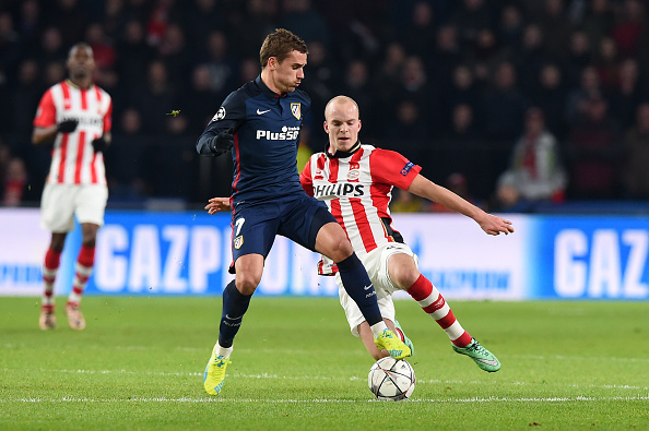 PSV Eindhoven's midfielder Jorrit Hendrix (R) and Atletico Madrid's French forward Antoine Griezmann fight for the ball during the UEFA Champions League round of 16 first leg football match between PSV Eindhoven and Atletico Madrid at the Philips Stadium in Eindhoven on February 24, 2016. AFP PHOTO / EMMANUEL DUNAND / AFP / EMMANUEL DUNAND (Photo credit should read EMMANUEL DUNAND/AFP/Getty Images)
