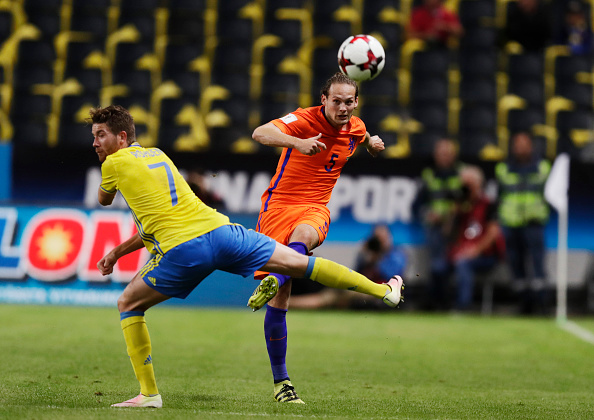 SOLNA, SWEDEN - SEPTEMBER 06: Daley Blind of Netherlands and Marcus Rohdn of Sweden competes for the ball during the FIFA World Cup Qualifier between Sweden and Netherlands at Friends arena on September 6, 2016 in Solna, Sweden. (Photo by Nils Petter Nilsson/Ombrello/Getty Images)