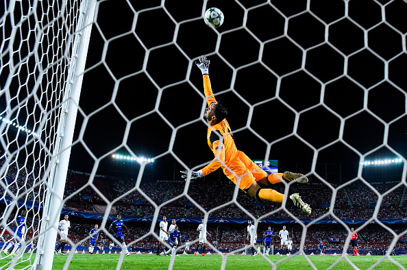 SEVILLE, SPAIN - SEPTEMBER 27: Sergio Rico of Sevilla FC makes a safe during the UEFA Champions League Group H match between Sevilla FC and Olympique Lyonnais at the Ramon Sanchez-Pizjuan stadium on September 27, 2016 in Seville, Spain. (Photo by David Ramos/Getty Images)