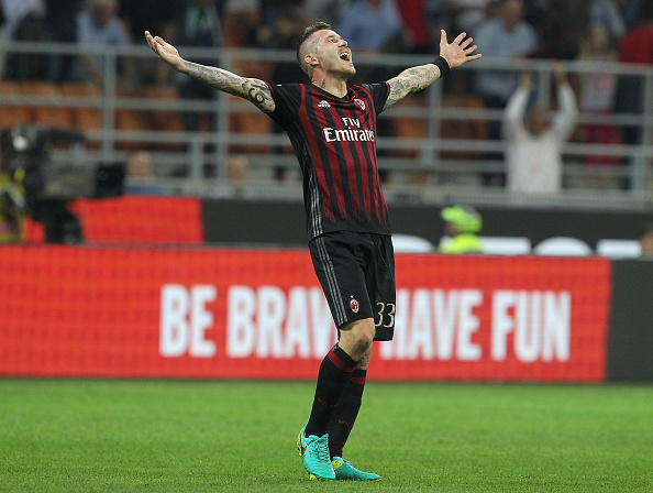 MILAN, ITALY - OCTOBER 02: Juraj Kucka of AC Milan celebrates a victory at the end of the Serie A match between AC Milan and US Sassuolo at Stadio Giuseppe Meazza on October 2, 2016 in Milan, Italy. (Photo by Marco Luzzani/Getty Images)